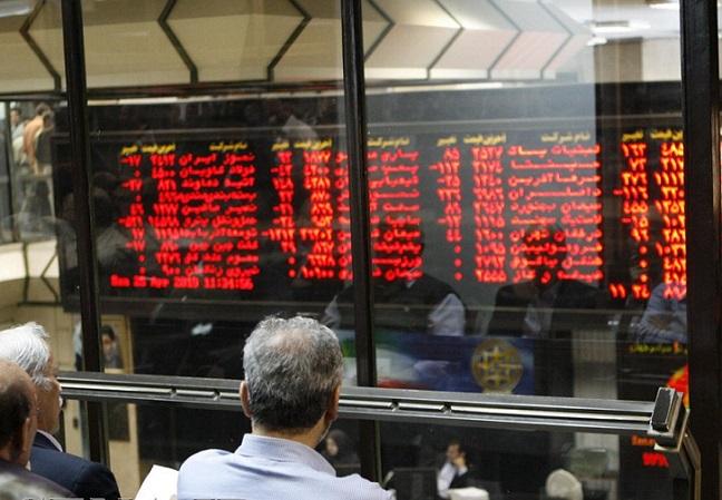 در نیمه اول آذر توجه حقیقی ها و حقوقی ها بر روی کدام سهام ها بوده است؟