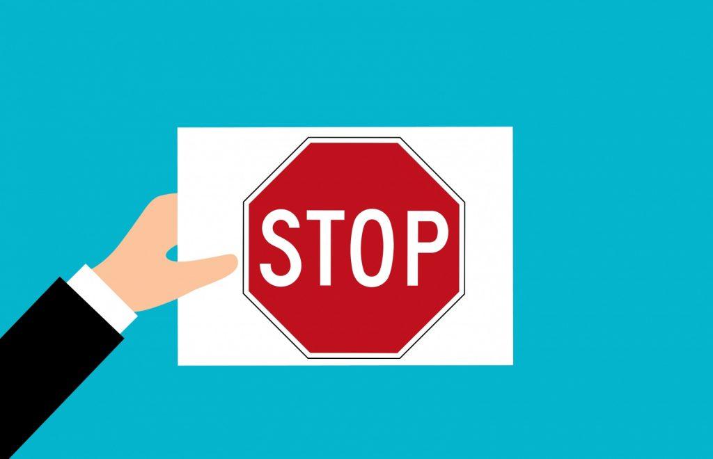 """توقف و بازگشایی نمادها در بازار امروز/ خروج """"وجامی، وثوق"""" برای مجمع"""